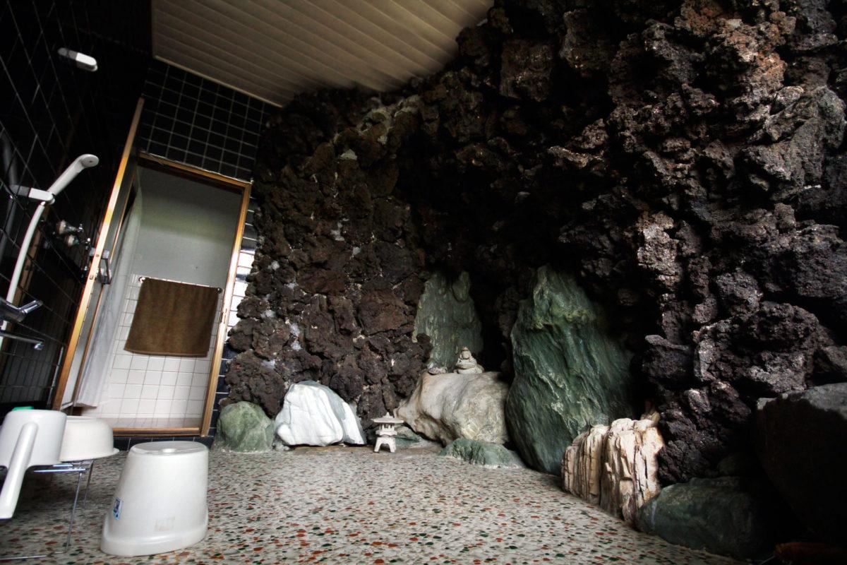 Yamori-House-Bathroom-Shower-01-web