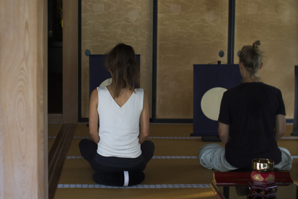Artists in residency Learning zen mediation from Mr Iwao at the Kongoji buddhist temple